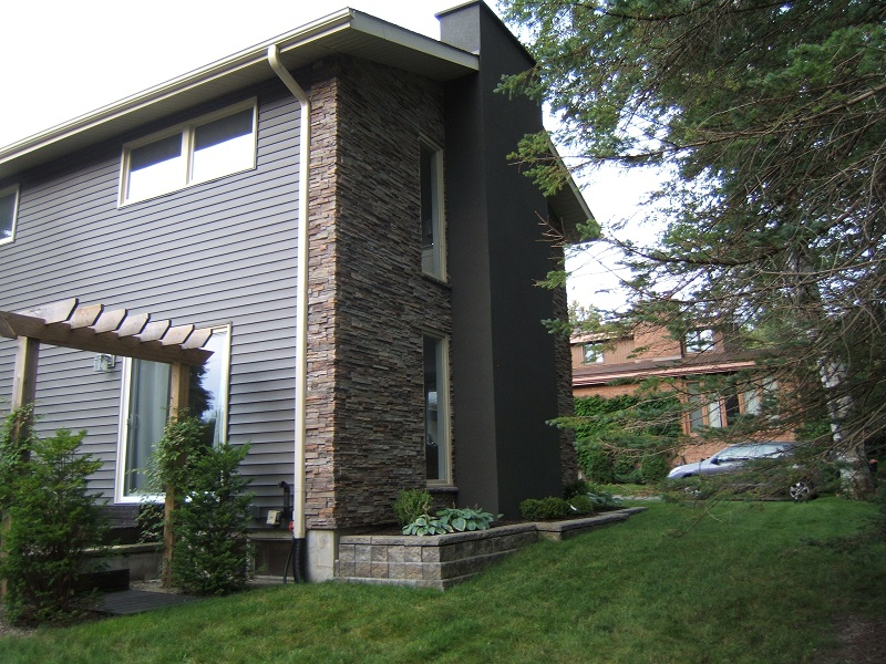 Side view of home with Pro-Fit Alpine Cultured Stone Ledge Stone.
