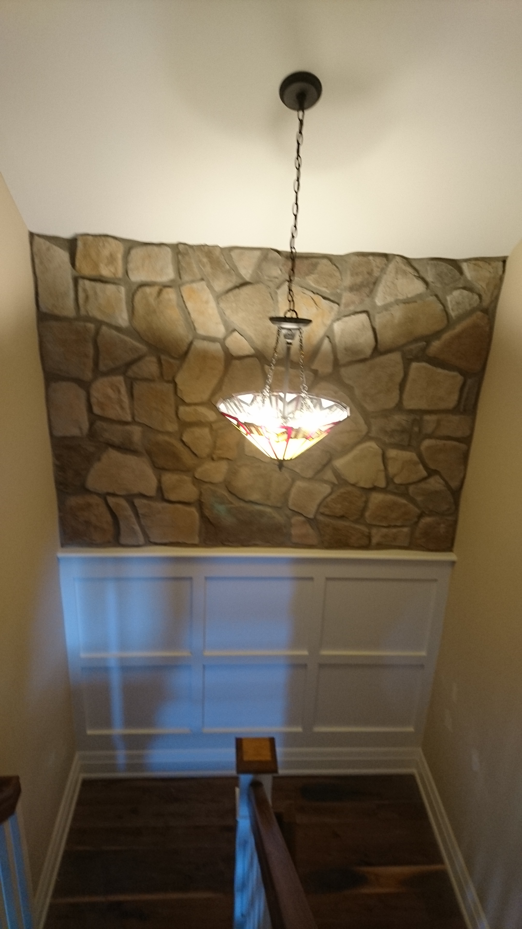 Interior wall containing Aspen cultured stone.