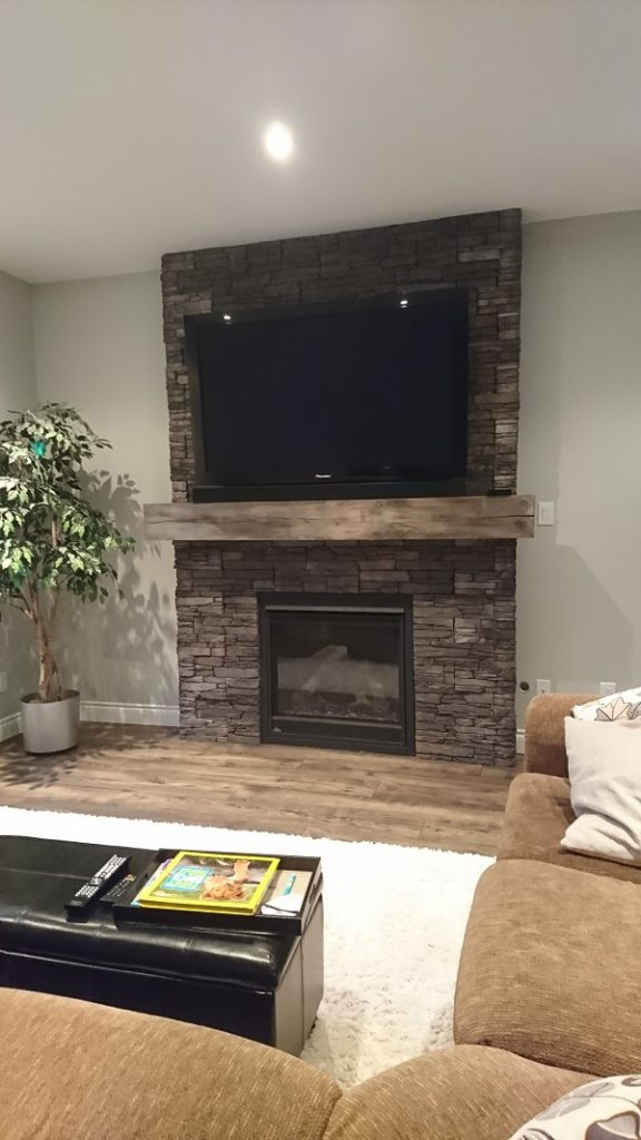 Stonecraft veneer featuring Farmledge Westchester profit on a fireplace.